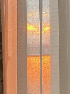 落日とカーテン.jpg