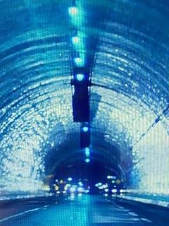 青いトンネル.jpg